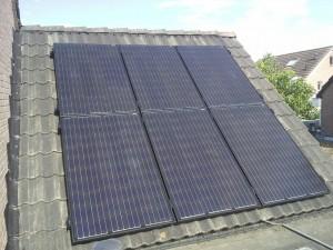 6 zonnepanelen op het schuine dak
